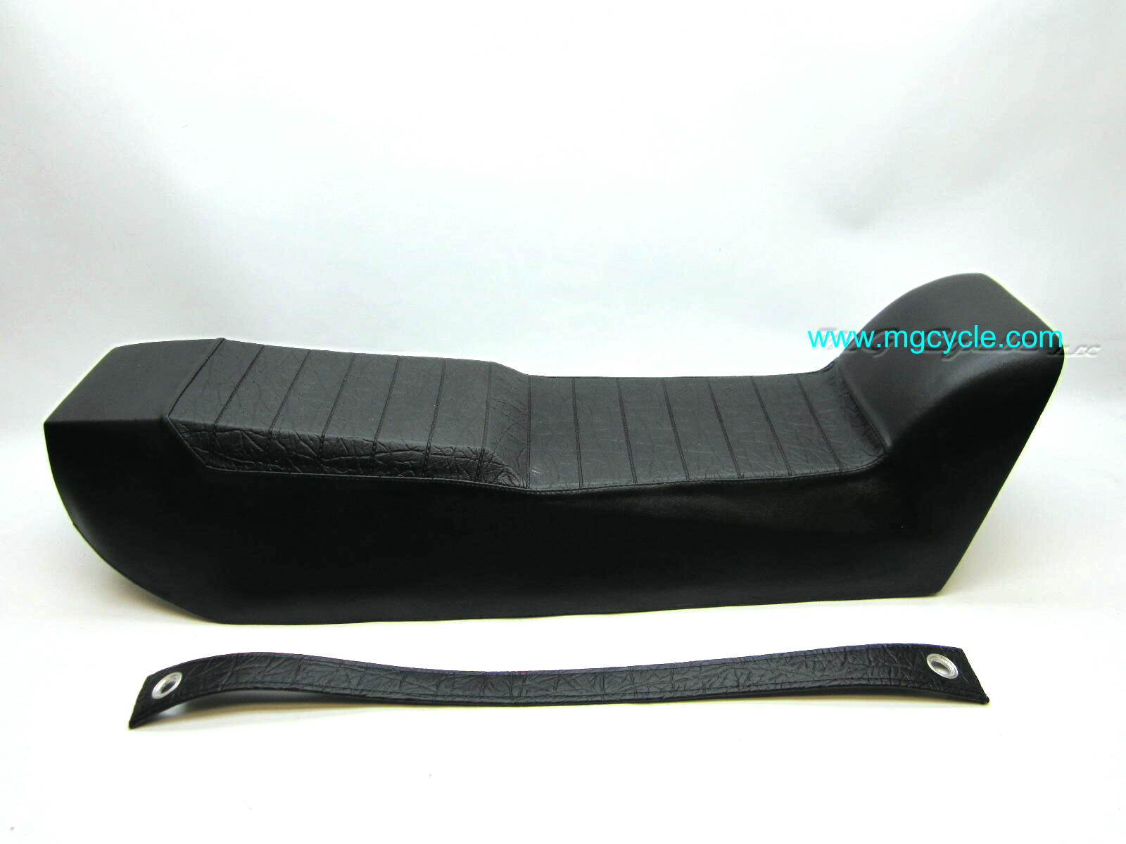 Molded rubber seat for 850 LeMans