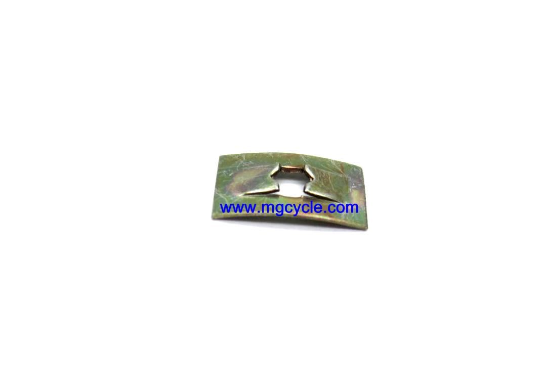 Clip, badge mount, to retain side cover emblems GU39922200