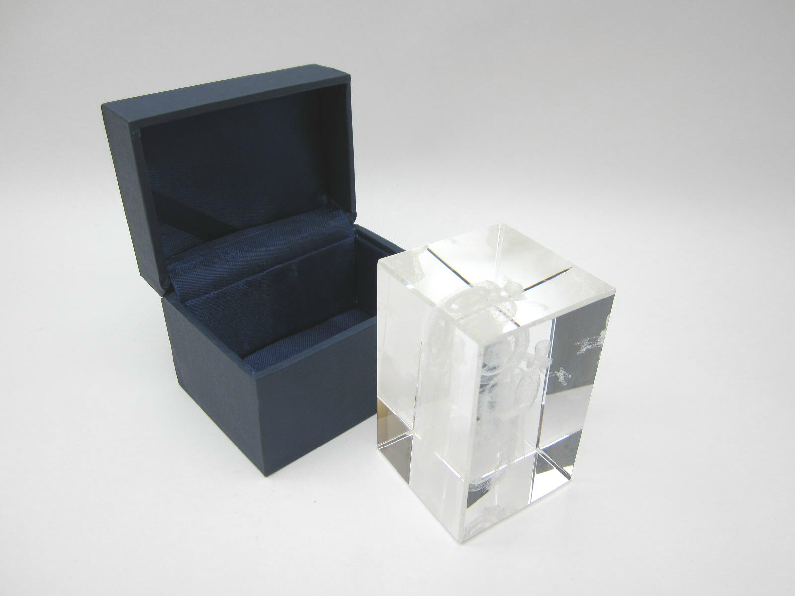 3D V700 glass block