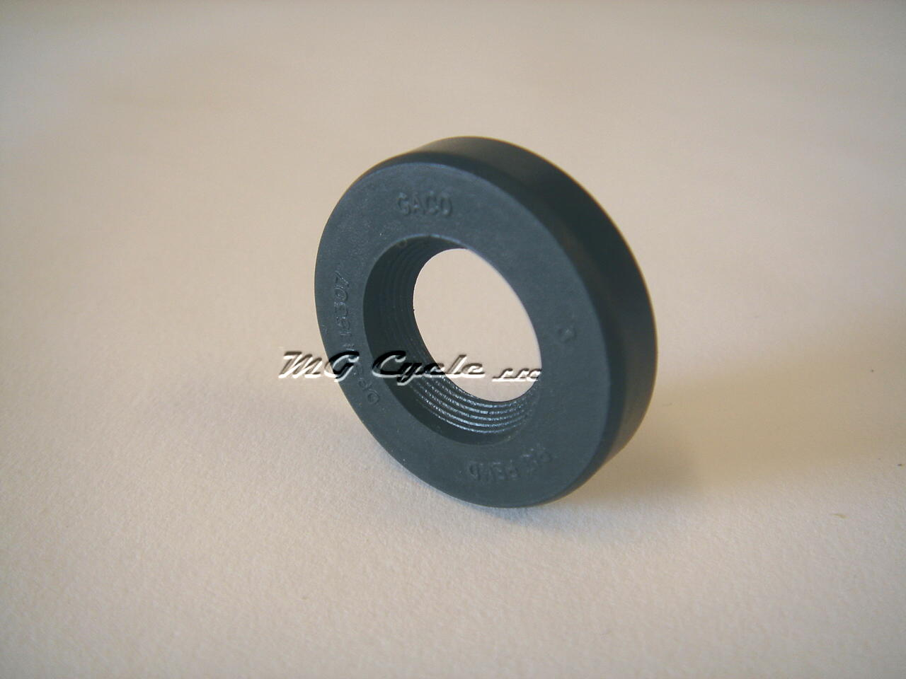 Camshaft seal, small twins V35 V50 V65 series, plus carb V75