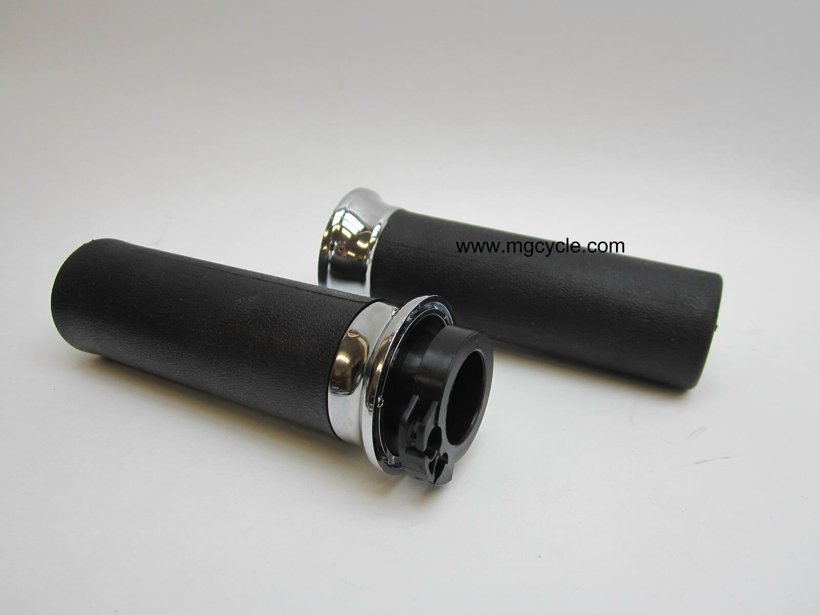 Hand grips with throttle drum, V11 California models since 2001
